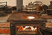 oven, open fire, farmhouse Museum at the Wöhler-Dusche Farm, Isernhagen, Hanover region, Lower Saxony, Germany