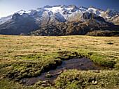 Macizo de la Maladeta con el pico Aneto y Maladeta y sus glaciares _ Valle de Benasque _ Pirineo Aragonés