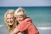 Adult, Adults, Affection, beach, beaches, Blond, Blonde, Blondes, Blonds, Bond, Bonding, Bonds, boy, boys, Caucasian, Caucasians, child, children, Color, Colour, Contemporary, Daytime, embrace, embracing, exterior, Facing camera, Fair-haired, families, fa