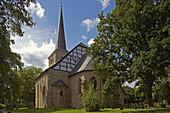 Außenansicht der Stiepeler Dorfkirche in Bochum-Stiepel, Ruhrgebiet, Nordrhein-Westfalen, Deutschland, Europa