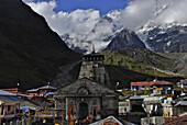 Holy Hindu temple dedicated to Shiva in Kedernath with Kedernath Mountain, Uttarakhand, India, Asia