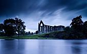 Bolton Abbey, bei Skipton, Wharfedale, Yorkshire Dales, North Yorkshire, England, Großbritannien, Europa