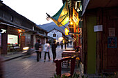 People in an alley of the old town in the evening, Dali, Yunnan, People's Republic of China, Asia