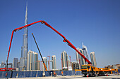 Construction workers and crane in front of Burj Khalifa, Burj Chalifa, Dubai, UAE, United Arab Emirates, Middle East, Asia