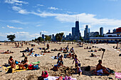 Beach with view of the skyline, North Lake Shore, Chicago, Illinois, USA