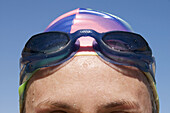 Aussen, Draussen, Eine Person, Eins, Erwachsene, Erwachsener, Farbe, Fit, Frau, Frauen, Gesund, In form, In guter Form, Konzept, Konzepte, Kopf, Kopfbedeckung, Köpfe, Mensch, Menschen, Nahaufnahme, Nahaufnahmen, Nass, Schutz, Schwimmbrille, Schwimmbrillen