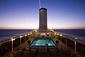 Kreuzfahrtschiff MS Deutschland (Reederei Deilmann) morgens im Dämmerlicht, auf dem Rio de la Plata, Argentinien, Südamerika, Amerika