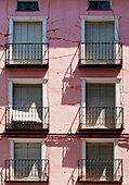 Alt, Aufbau, Balkon, Balkons, Crack, Farbe, Fenster, Gebäude, Rosafarben, Stadt, Vertikal, L55-965327, agefotostock
