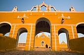 Convento de San Antonio de Padua s XVI, Izamal, Yucatán, México