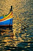 Auge, Besucher, Boot, Bringen, charakteristisch, Custom, Europa, Fahrt, Farbe, Farbig, Feiertage, Fischerei, Handel, Insel, Inseln, Klein, Luzzi, Luzzu, Malta, Meer, Mittelmeer, Nehmen, Reise, Reisen, Reisender, rund, Tourismus, Typisch, Welt, X2C-945412,
