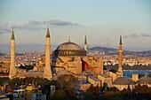 Turquie, Istanbul, centre historique classé Patrimoine Mondial de l´UNESCO, quartier de Sultanahmet, Aya Sofya Haghia Sophia ou Sainte Sophie // Turkey, Istanbul, Hagia Sophia Mosque, Sultanahmet neighborhood