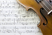 Art, Arts, Close-up, Closeup, Color, Colour, Compose, Composition, Concept, Concepts, Excellence, Fiddle, Fiddles, Horizontal, Idea, Ideas, indoor, indoors, interior, Music, Musical instrument, Musical instruments, Note, Notes, Score, Scores, Still life,