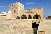 historic adobe fortification As Suwayq Fort or Castle, Batinah Region, Sultanate of Oman, Arabia, Middle East