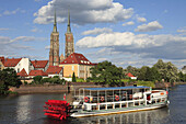 Poland, Wroclaw, Cathedral Island, Odra River, sightseeing boat