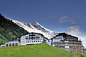 Hotelkomplexe vor Bergkulisse, Obergurgl, Ötztal, Ötztaler Alpen, Tirol, Österreich