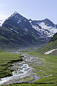 River meandering in the valley of Rotmoos, mountains in the background, Gurgl, Oetztal range, Oetztal, Tyrol, Austria