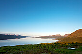 Mitternachtssonne am See Torneträsk und Lappenpforte, Abisko Nationalpark, Lappland, Nordschweden, Schweden
