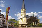 Market, St. Laurentius' parish church, Half-timbered house, Old city, Ahrweiler, Bad Neuenahr-Ahrweiler, Ahr, Eifel, Rhineland-Palatinate, Germany, Europe