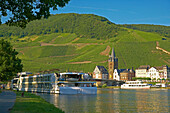 View over river Moselle with excursion boat to St. Michael's church, Bernkastel-Kues, Rhineland-Palatinate, Germany