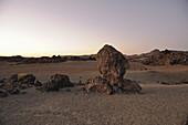 Mondlansdschaft in den Canadas kurz vor Sonnenaufgang, Teide Nationalpark, Teneriffa, Kanaren, Spanien