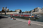 Sightseeing Boat On The Seine, 4Th Arrondissement, Paris, France