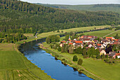 Aerial view of the Weser river and the village of Wahmbeck on a bend in the river, Lower Saxony, Germany
