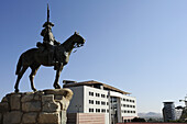 Equestrian memorial of Rider of Southwest looking towards modern buildings, Suedwester Reiter, Old fort, Windhuk, Windhoek, Namibia