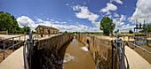 Canal de Castilla, canal with sluice in the sunlight, Fromista, Province of Palencia, Old Castile, Catile-Leon, Castilla y Leon, Northern Spain, Spain, Europe