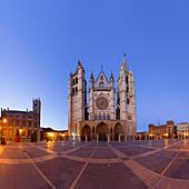 Santa Maria de Leon Cathedral in the evening, Leon, Castile and Leon, Spain