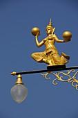 Golden Figure of a Tempeldancer play with Balls on a Lantern
