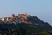 La Morra d' Alba, Langhe, Piemont, Italien