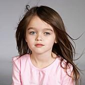Jugend, Jung, Kind, Kindheit, Mädchen, Modell, Portrait, Portraits, Porträt, Porträts, Schönheit, Studio, Weiß, Werkstatt, Werkstätten, X1I-1094629, agefotostock