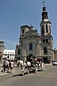 horse-drawn carriage in front of the Cathedral-minor basilica of Notre-Dame de Quebec, Quebec city, Province of Quebec, Canada, North America