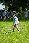 Ein Mann in Tracht, Fronleichnamsprozession, Benediktbeuern, Alpenvorland, Oberbayern, Bayern, Deutschland