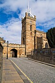Linlithgow Palace outer gate LINLITHGOW LOTHIAN Palace entrance St Michaels Parish Church and cobbled street