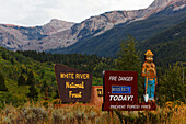 Fire warning sign at White River National Forest, Aspen, Rocky Mountains, Colorado, USA, North America, America