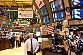 Broker near screens, New York Stock Exchange, center of the financial world, Manhattan, New York City, United States of America, USA