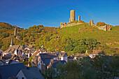 View at Monreal, Big Castle, Löwenburg, Rech, Half-timbered house, Eifel, Rhineland-Palatinate, Germany, Europe
