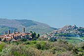 Ortschaft Castel del piano in Hügellandschaft, Castel del piano, Toskana, Italien