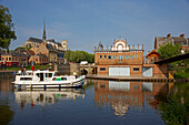 Houseboat at Port d'Amont in the morning, Old city, Notre-Dame cathedral, Boathouse of Amiens' rowing-club, Amiens, Dept. Somme, Picardie, France, Europe