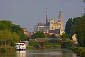View from the Canal de la Somme at Notre-Dame cathedral and Tour Perret, Amiens, Dept. Somme, Picardie, France, Europe