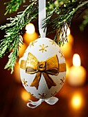 atmosphere, atmospheric, banquet, Boxing Day, Christmas Eve, Christmas tree, decorate, decorating, decoration, feast, festival, festive, fiesta, medal, Navidad, night, Noel, nostalgic, photo, photography, still life, studio, Studio shot, tradition, tradit