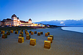 View over the beach onto the Spa Hotel in the evening, Binz seaside resort, Ruegen island, Baltic Sea, Mecklenburg-West Pomerania, Germany, Europe