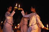 Cambodge, Angkor, Candle dance in Angkor Wat