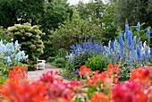 Gartenlandschaft mit blühende Pflanzen, Freundschaftsinsel, Potsdam, Land Brandenburg, Deutschland