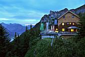 Erfurter Hütte im Rofan Gebirge über Maurach am Abend, Achensee, Tirol, Österreich, Europa
