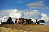 Homestead on a hill, Tuscany, Italy, Europe
