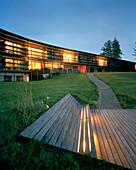Außenansicht vom Hotel am Abend, Vigilius Mountain Resort, Vigiljoch, Lana, Trentino-Südtirol, Italien