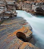 Fluss in der Abisko Schlucht, Abisko Nationalpark, Lappland, Schweden