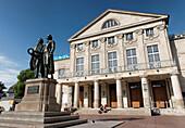 Goethe and Schiller Monument, Deutsches Nationaltheater, Weimar, Theaterplatz, Thuringia, Germany